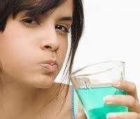 Как убрать неприятный запах изо рта и чем освежить дыхание