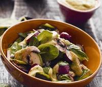 Салат из кабачков, редиски, шпината и грибов с горчичной заправкой