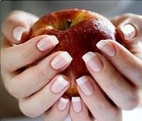 Слоятся ногти на руках: причины и что делать