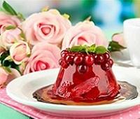 Низкокалорийный десерт: желе из свежей клубники с желатином