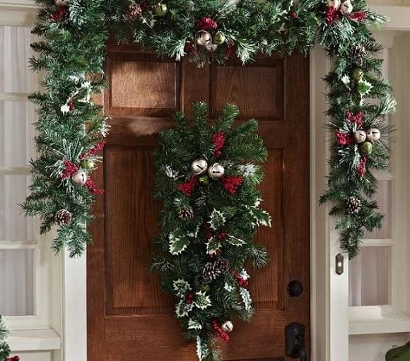 как украсить входную дверь к новому году1