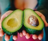 Авокадо (аллигаторова груша): состав, калории, польза и вред для здоровья и красоты