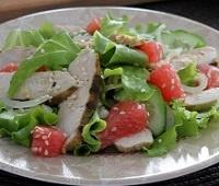 4 пошаговых рецепта салатов с грейпфрутом: с курицей, форелью, кальмарами и фруктовый
