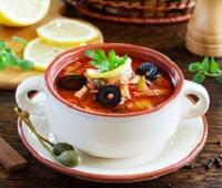 Солянка (суп) с колбасой и солеными огурцами - рецепт классический, с курицей, картошкой, грибами, капустой