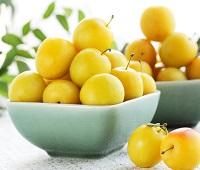Алыча: состав, калорийность, польза и вред для здоровья и красоты