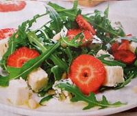 Летние легкие салаты с клубникой - 4 самых вкусных рецептов приготовления