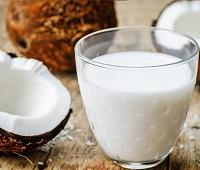 Кокосовое молоко: состав, калорийность, норма в день, польза, как приготовить, применение и вред