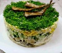 Как приготовить салаты со шпротами - 11 самых простых и очень вкусных рецептов